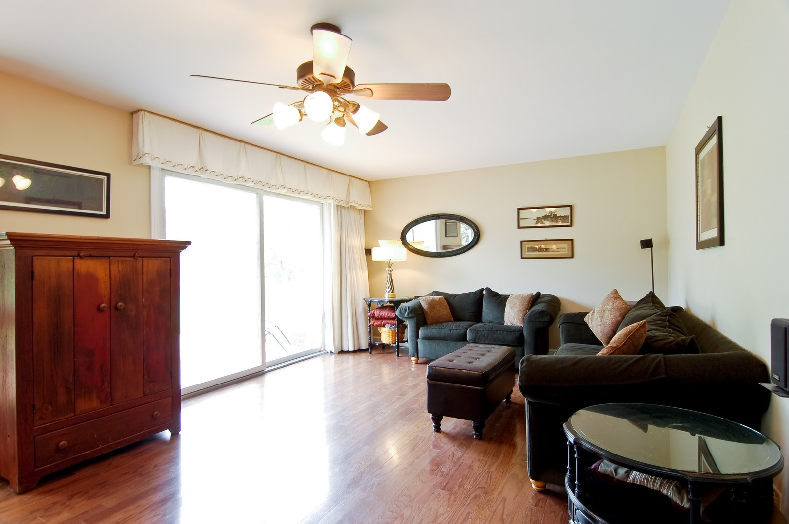 Real Estate Photography - 7N041 Silver Glen, St Charles, IL, 60175 - Living Room
