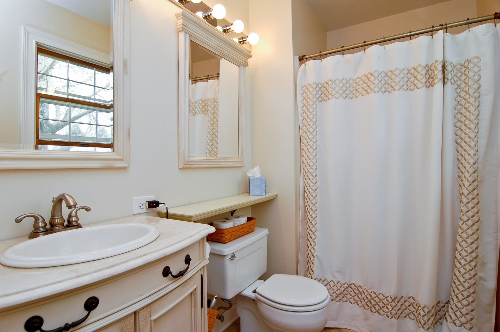 Real Estate Photography - 7N041 Silver Glen, St Charles, IL, 60175 - Master Bathroom