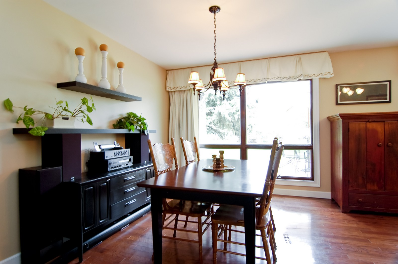 Real Estate Photography - 7N041 Silver Glen, St Charles, IL, 60175 - Dining Room