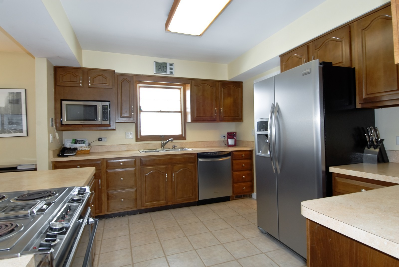 Real Estate Photography - 7N041 Silver Glen, St Charles, IL, 60175 - Kitchen