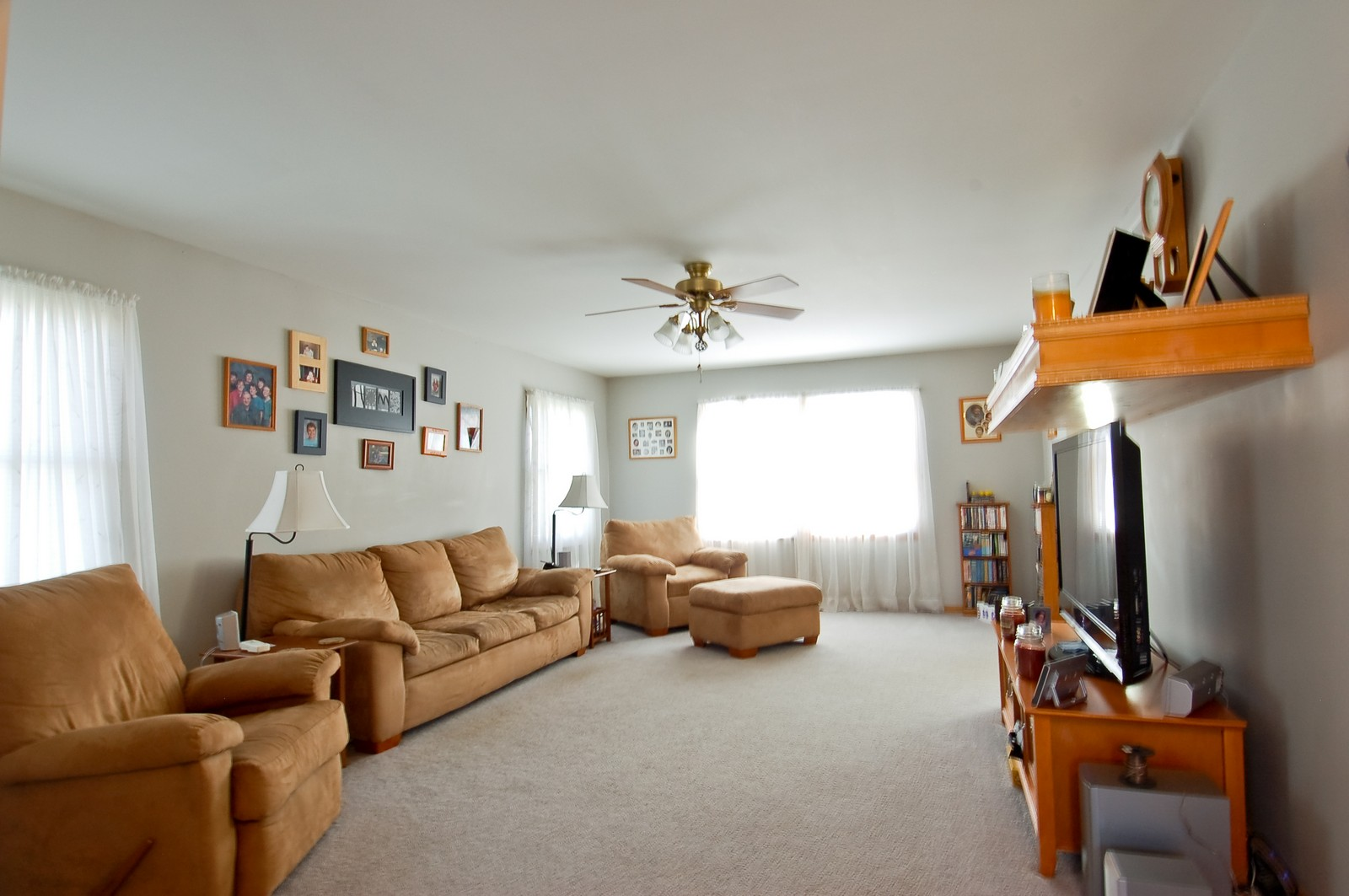 Real Estate Photography - 322 W Elian Ct, Maple Park, IL, 60151 - Living Room