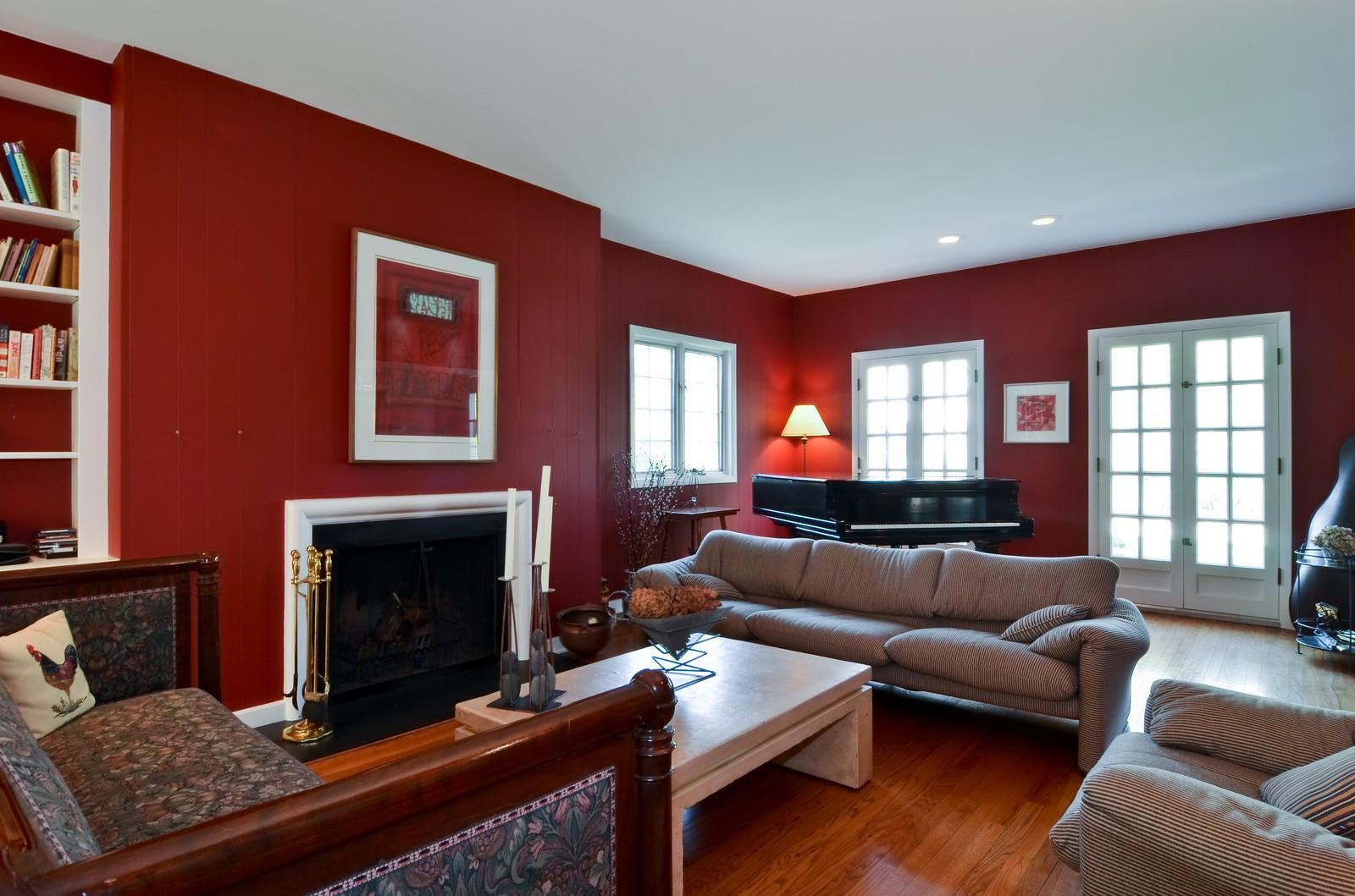 Real Estate Photography - 110 Crescent, Glencoe, IL, 60022 - Living Room