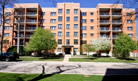 Front View photograph of 1636 Ashland Unit 506 Des Plaines Illinois 60016