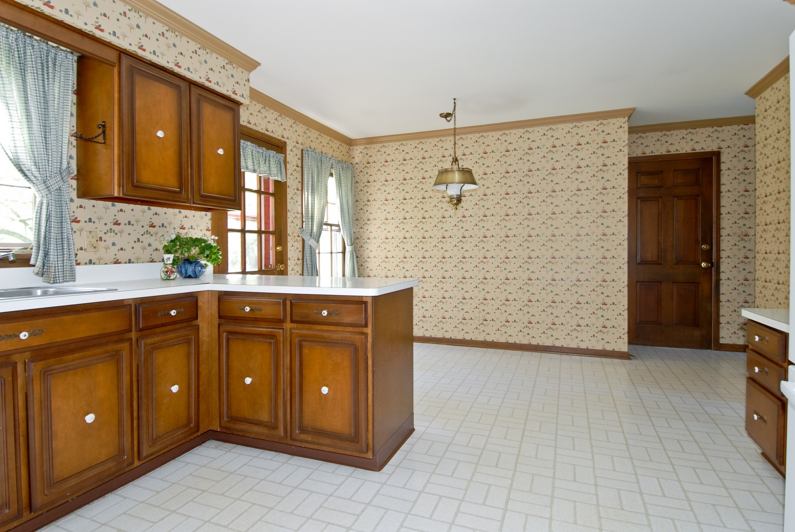 Real Estate Photography - 921 Hawthorne, Geneva, IL, 60134 - Kitchen / Breakfast Room