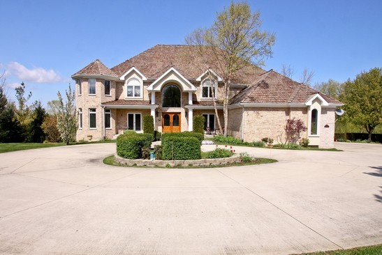 Front View photograph of 5139 Bridlewood Ct Long Grove Illinois 60047
