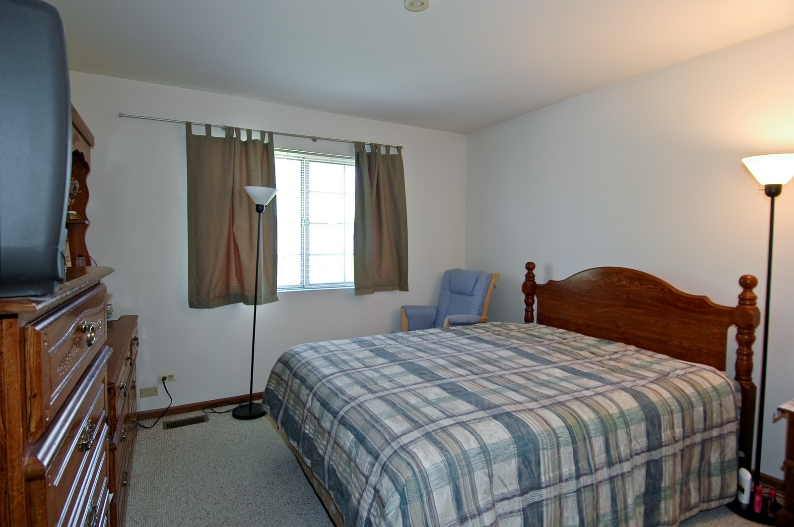 Real Estate Photography - 210 Village Creek, Lake in the Hills, IL, 60156 - Master Bedroom
