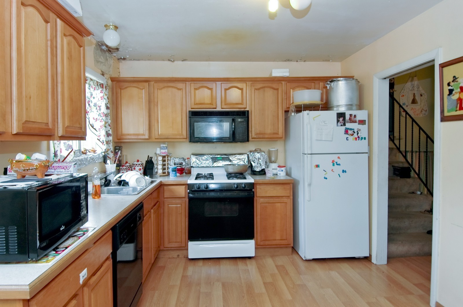 Real Estate Photography - 670 Coventry, Crystal Lake, IL, 60014 - Kitchen