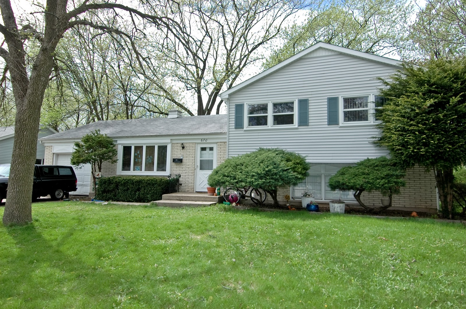 Real Estate Photography - 670 Coventry, Crystal Lake, IL, 60014 - Front View