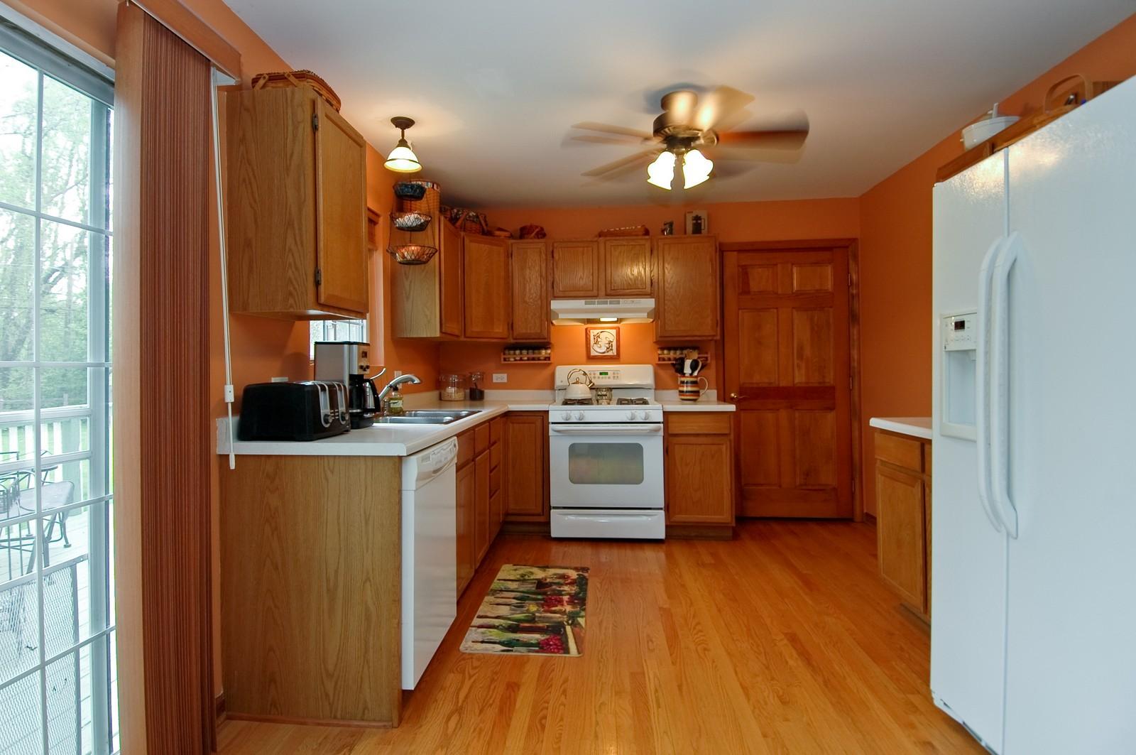 Real Estate Photography - 10315 Wilmette, Algonquin, IL, 60102 - Kitchen