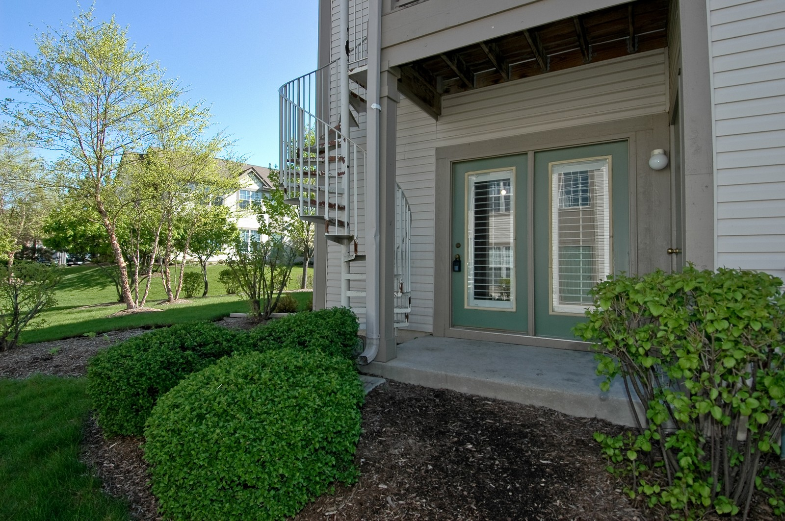 Real Estate Photography - 1681 Carlemont, Unit A, Crystal Lake, IL, 60014 - Patio