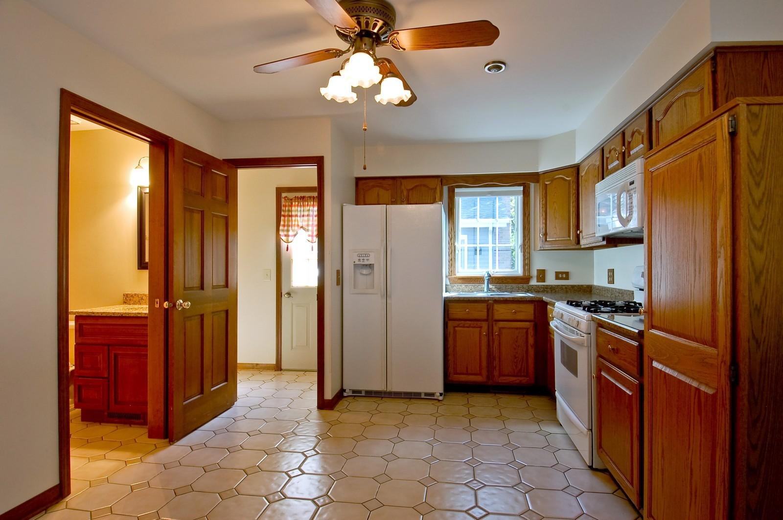 Real Estate Photography - 27W371 Churchill, Winfield, IL, 60190 - Location 2