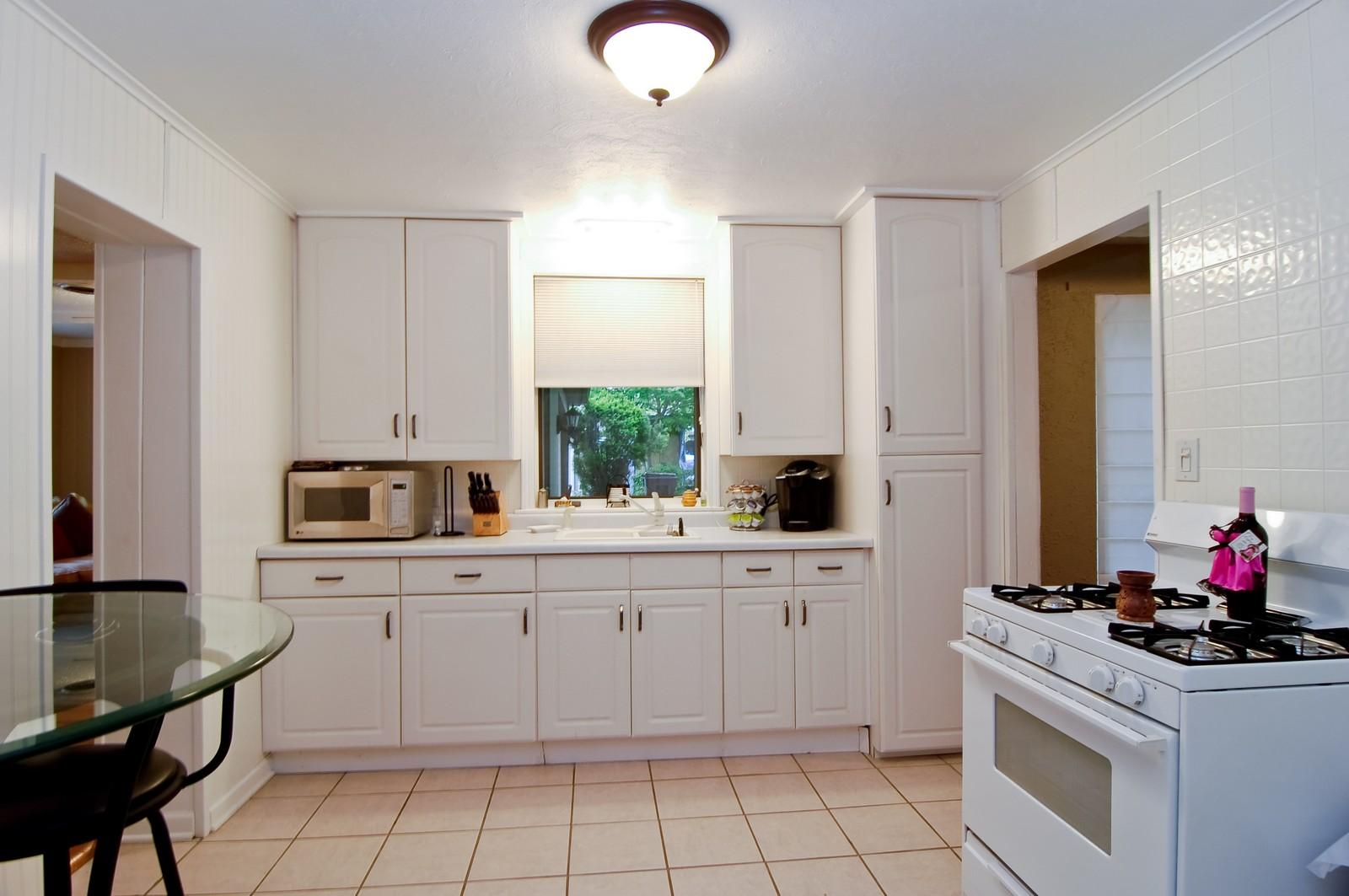 Real Estate Photography - 1040 S Columbine St, Lombard, IL, 60148 - Kitchen