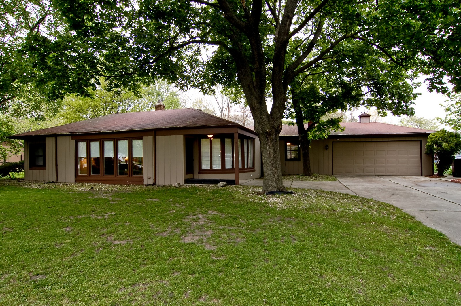 Real Estate Photography - 1040 S Columbine St, Lombard, IL, 60148 - Front View