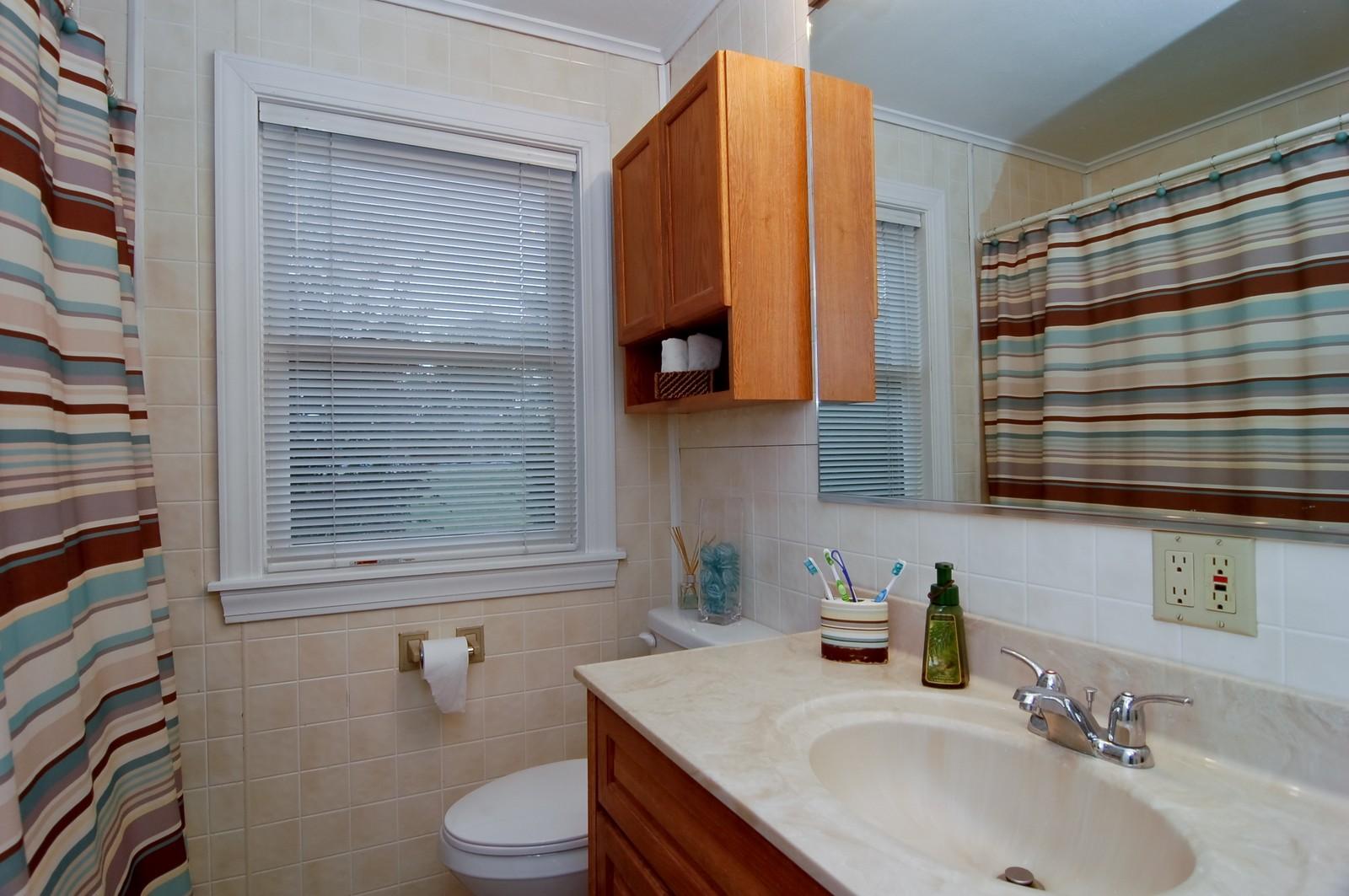 Real Estate Photography - 1040 S Columbine St, Lombard, IL, 60148 - Bathroom