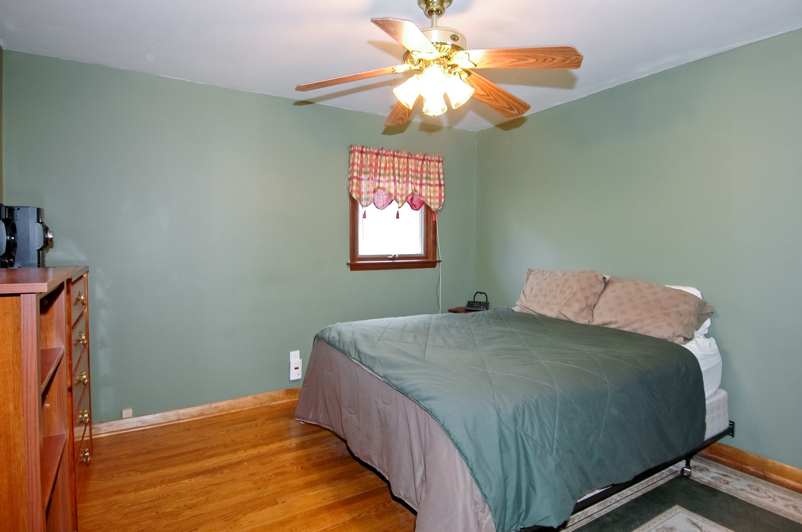 Real Estate Photography - 407 W Greenwood, Woodstock, IL, 60098 - Master Bedroom