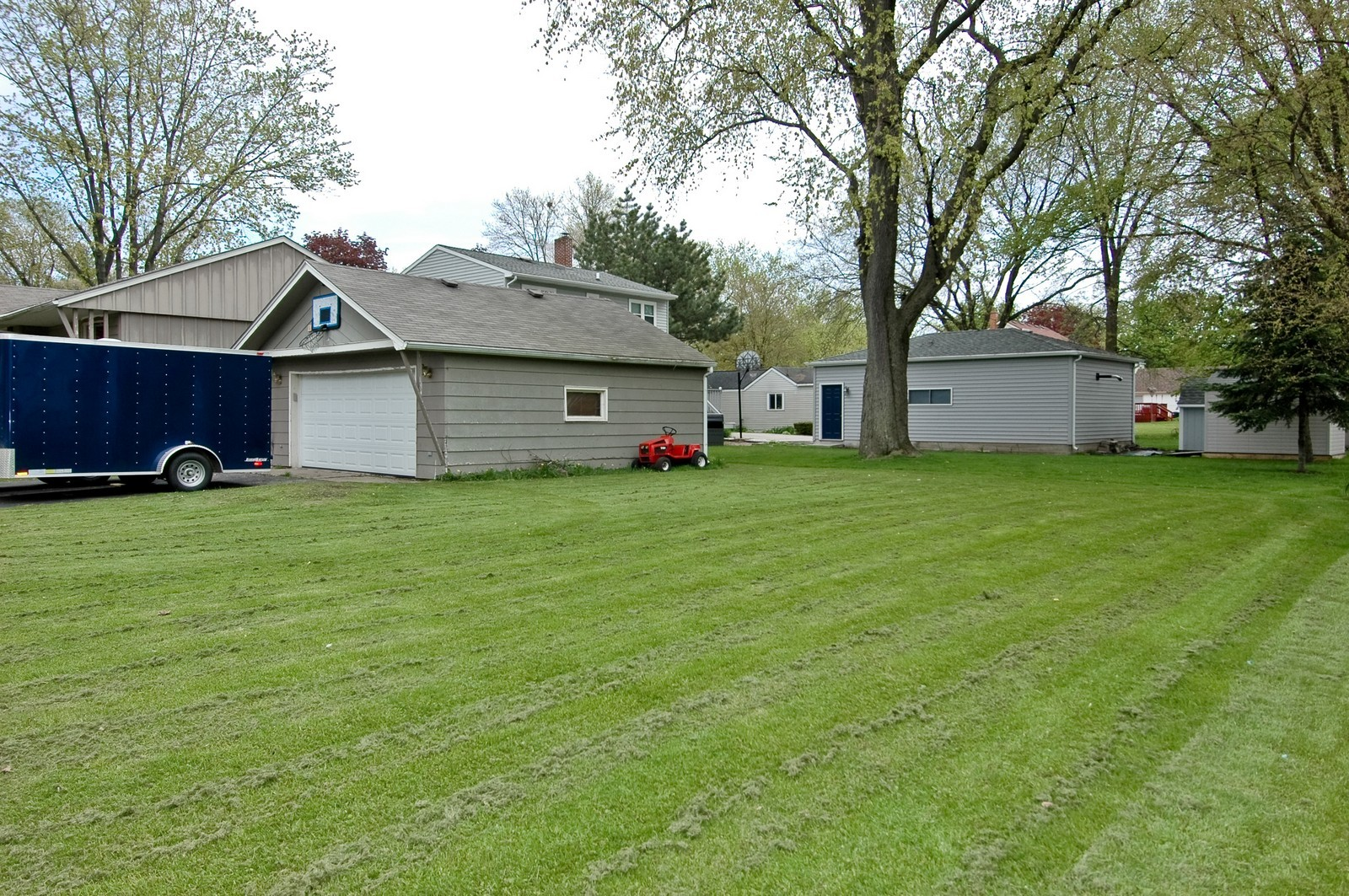 Real Estate Photography - 407 W Greenwood, Woodstock, IL, 60098 - Side Yard