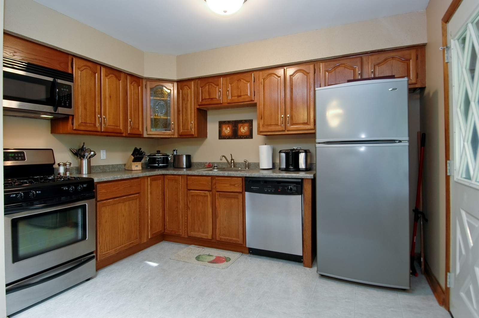 Real Estate Photography - 407 W Greenwood, Woodstock, IL, 60098 - Kitchen