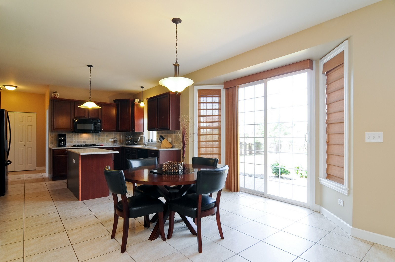 Real Estate Photography - 324 Fossland, Winthrop Harbor, IL, 60096 - Kitchen / Breakfast Room
