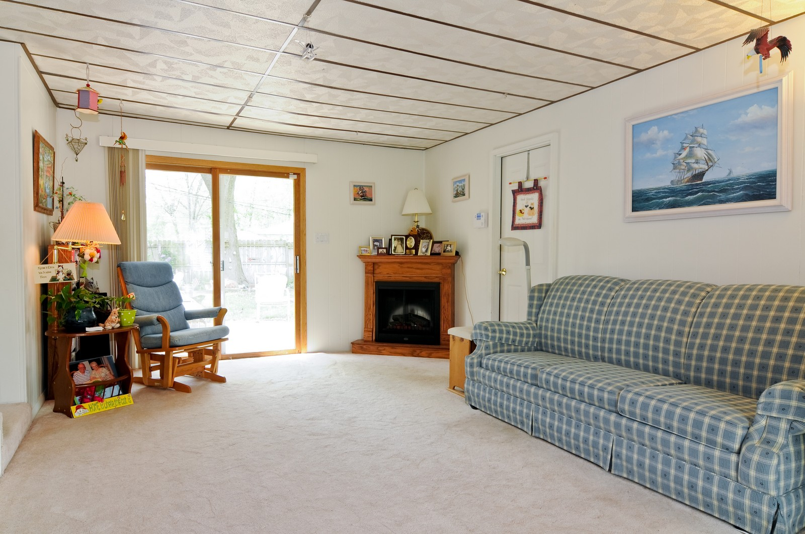 Real Estate Photography - 2125 222nd, Sauk Village, IL, 60411 - Family Room