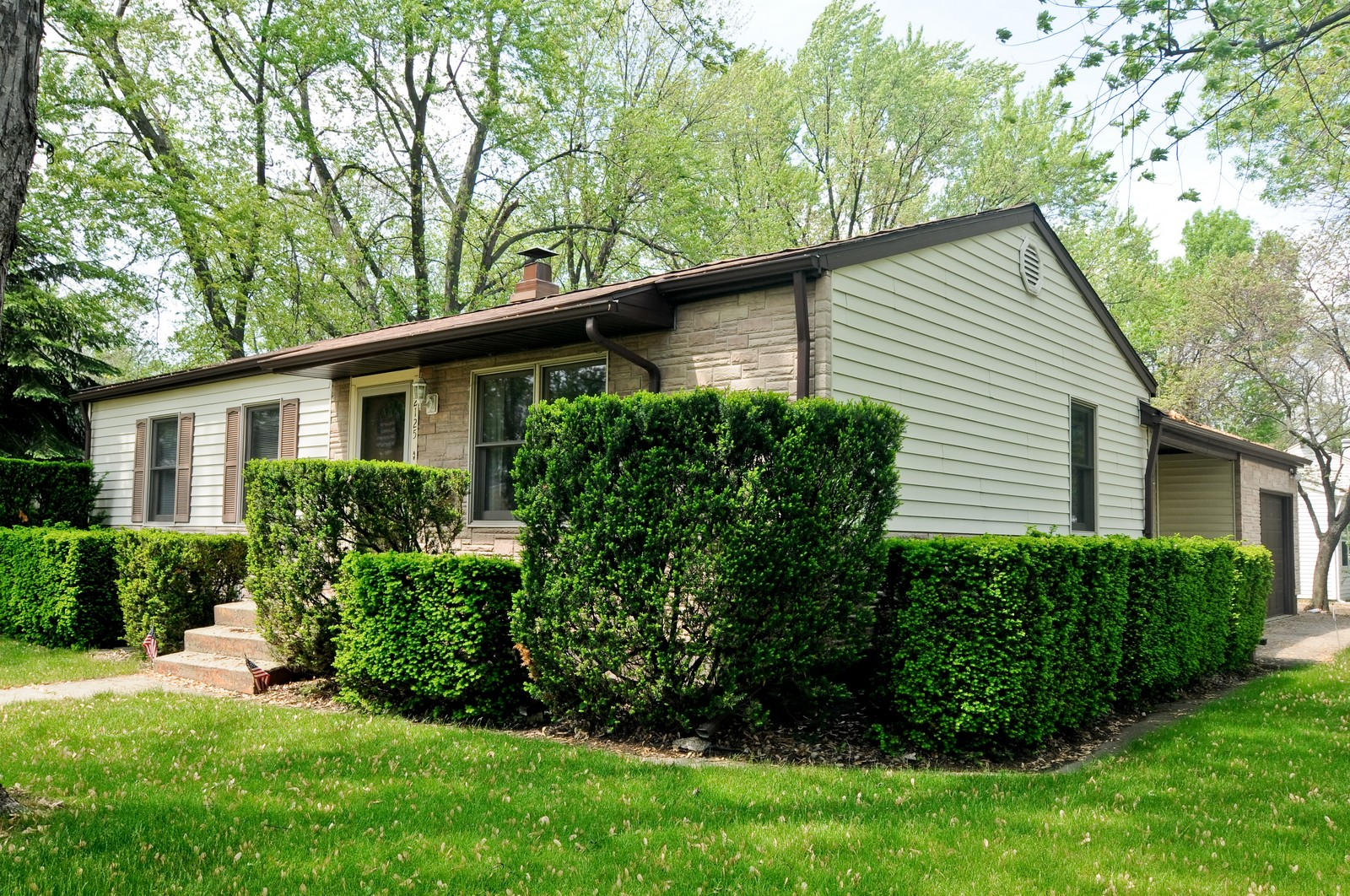 Real Estate Photography - 2125 222nd, Sauk Village, IL, 60411 - Front View