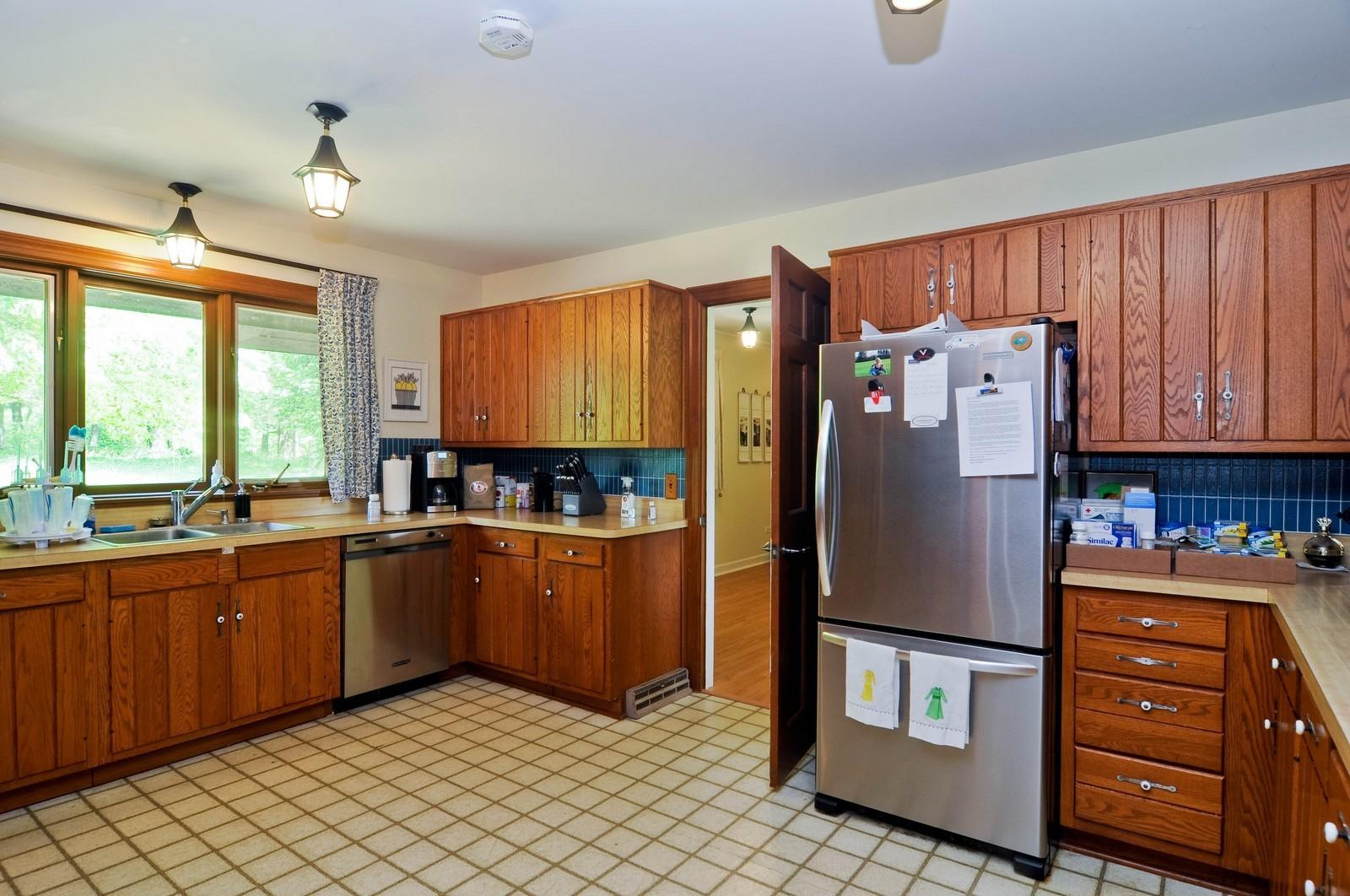 Real Estate Photography - 11 Ridgecroft, Barrington, IL, 60010 - Kitchen
