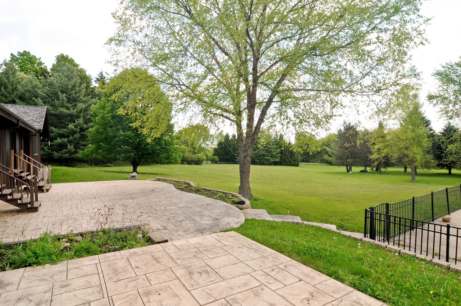 Real Estate Photography - 11 Ridgecroft, Barrington, IL, 60010 - Back Yard