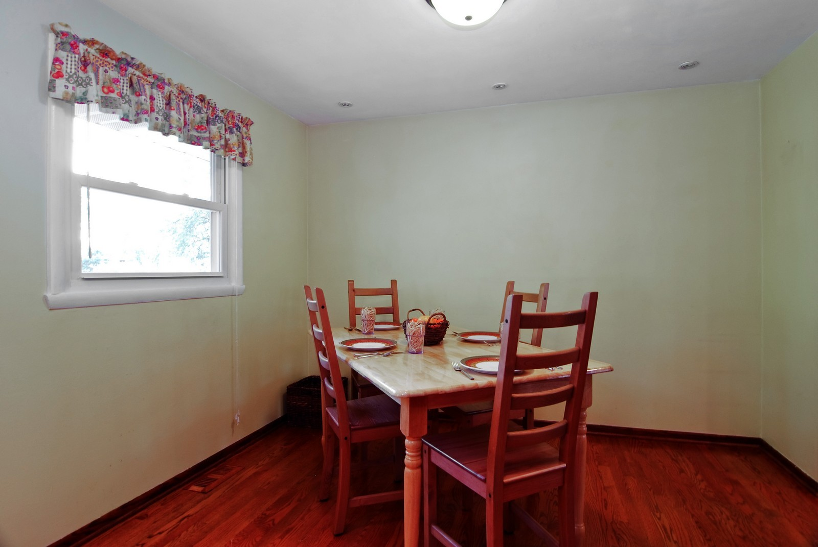 Real Estate Photography - 373 Sioux, Carol Stream, IL, 60188 - Dining Room