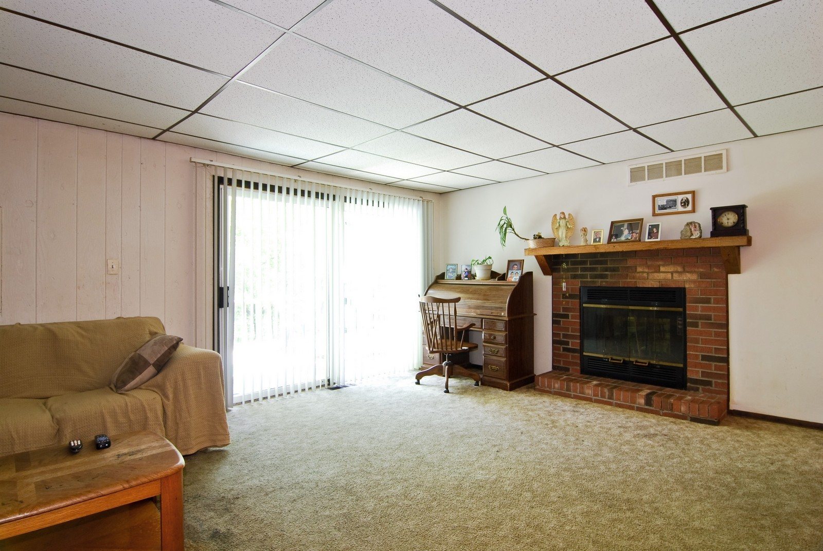 Real Estate Photography - 373 Sioux, Carol Stream, IL, 60188 - Family Room