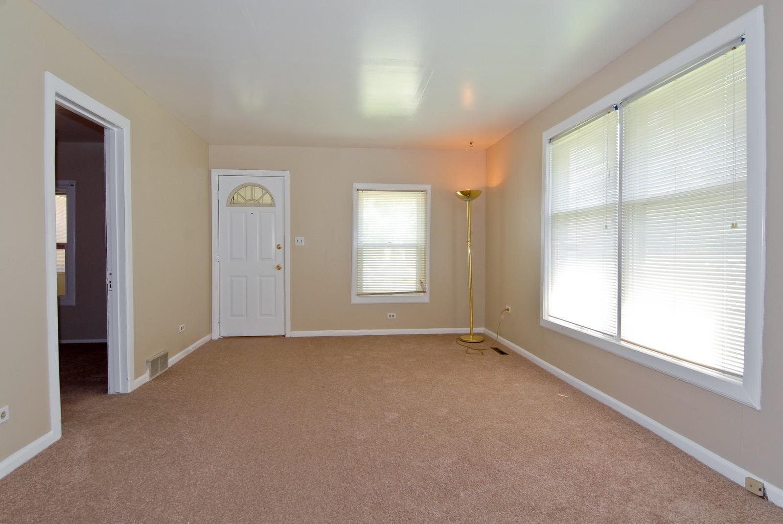 Real Estate Photography - 730 Hammond, Aurora, IL, 60506 - Living Room