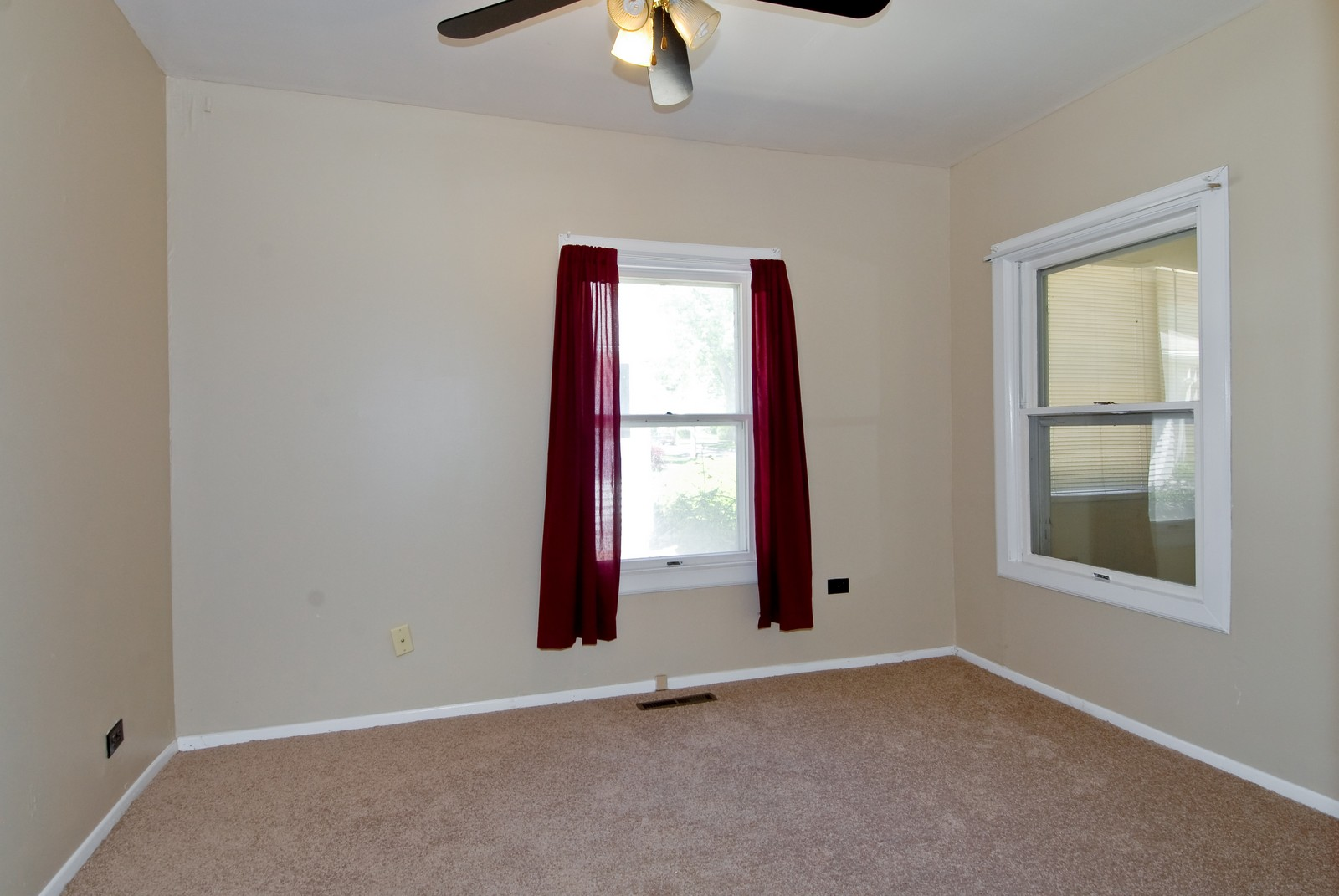 Real Estate Photography - 730 Hammond, Aurora, IL, 60506 - Master Bedroom