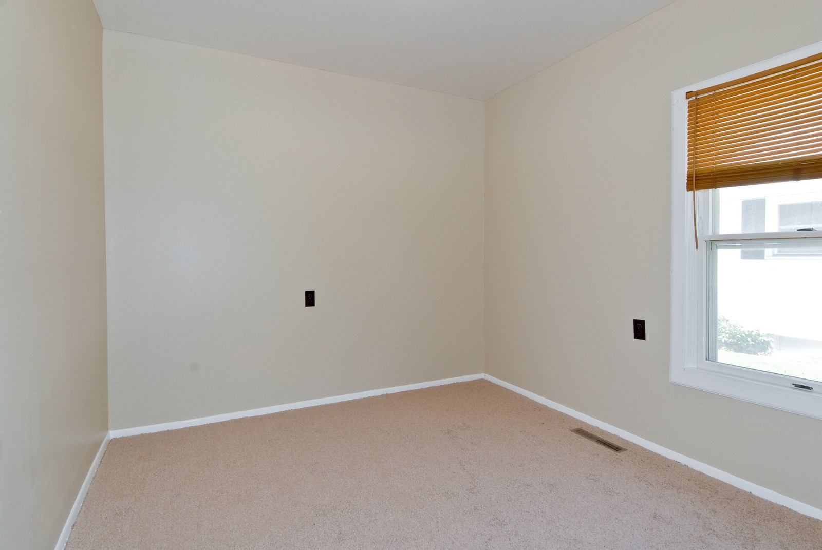 Real Estate Photography - 730 Hammond, Aurora, IL, 60506 - 2nd Bedroom