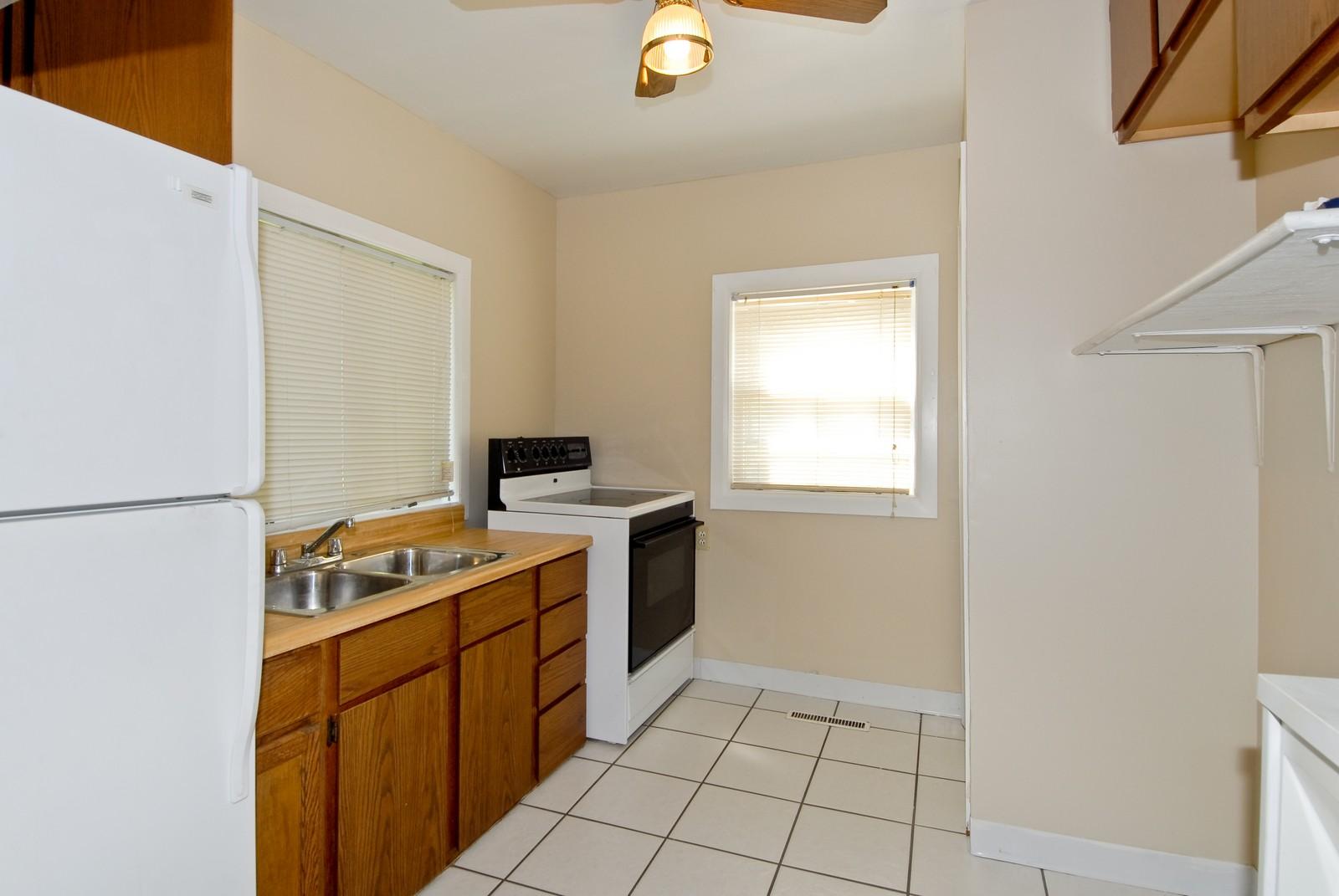 Real Estate Photography - 730 Hammond, Aurora, IL, 60506 - Kitchen
