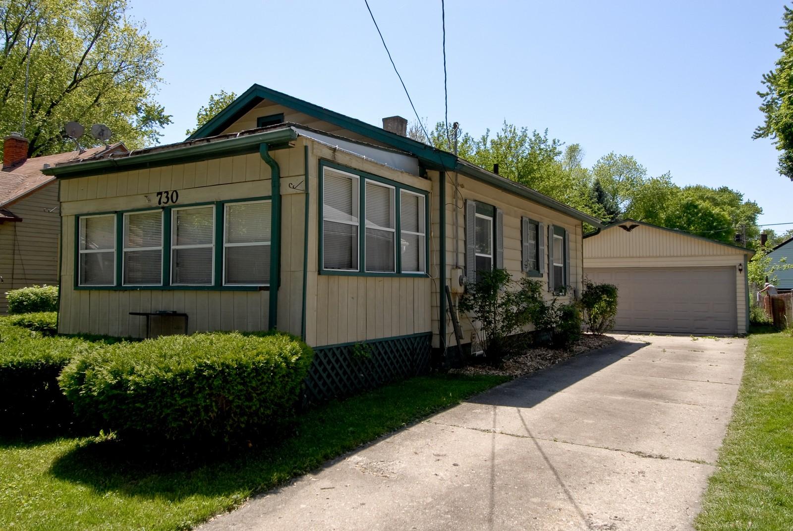 Real Estate Photography - 730 Hammond, Aurora, IL, 60506 - Side View