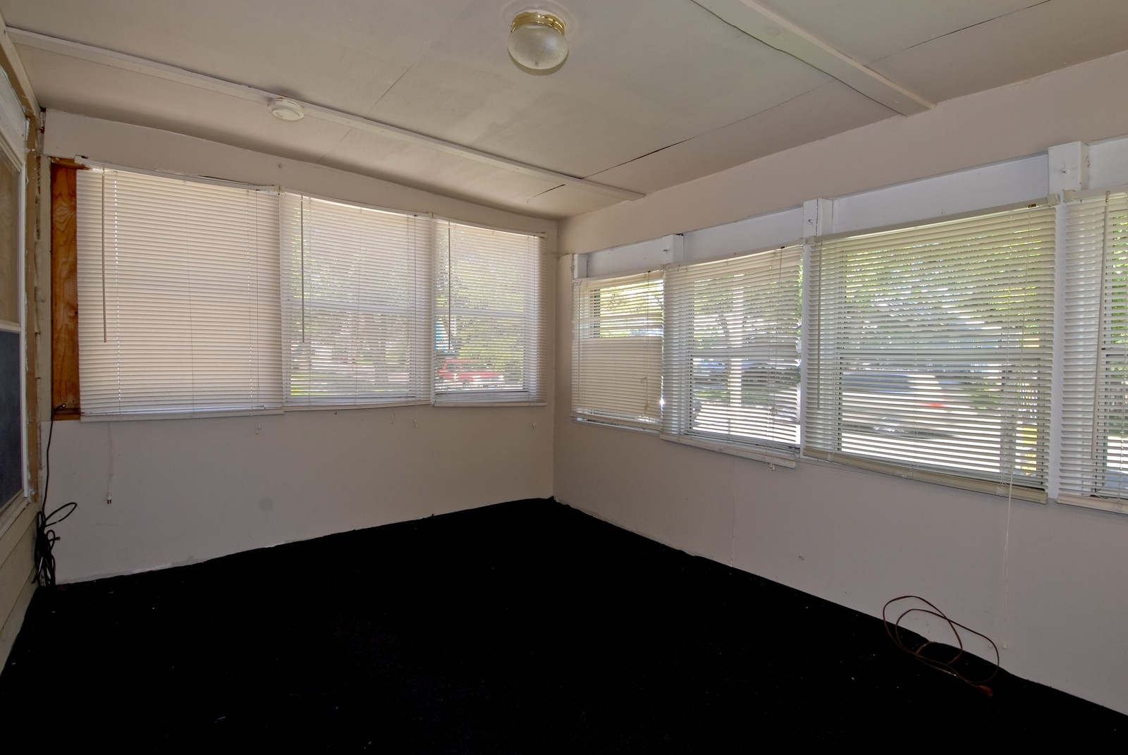 Real Estate Photography - 730 Hammond, Aurora, IL, 60506 - Porch