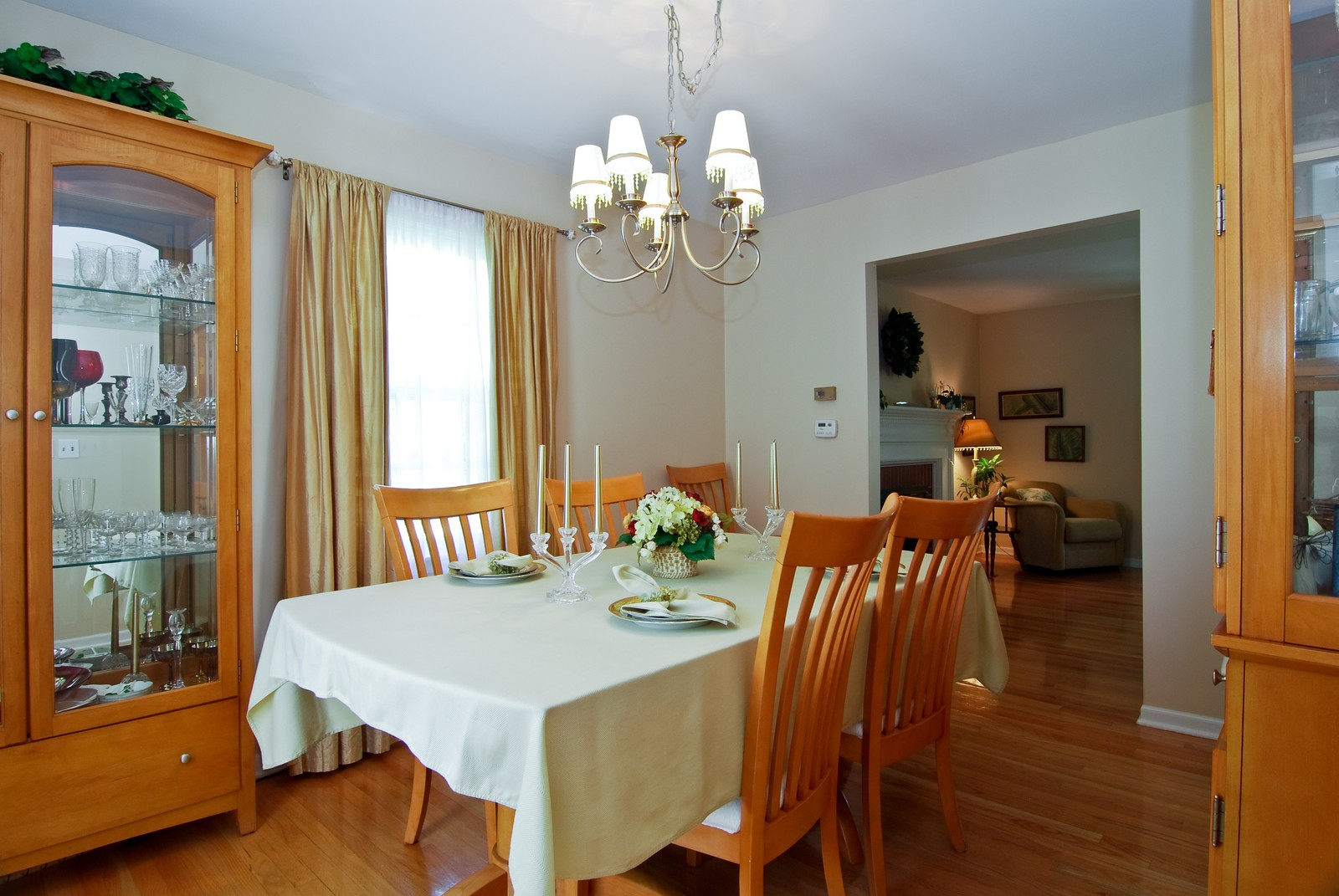 Real Estate Photography - 75 Newton, Glen Ellyn, IL, 60137 - Dining Room
