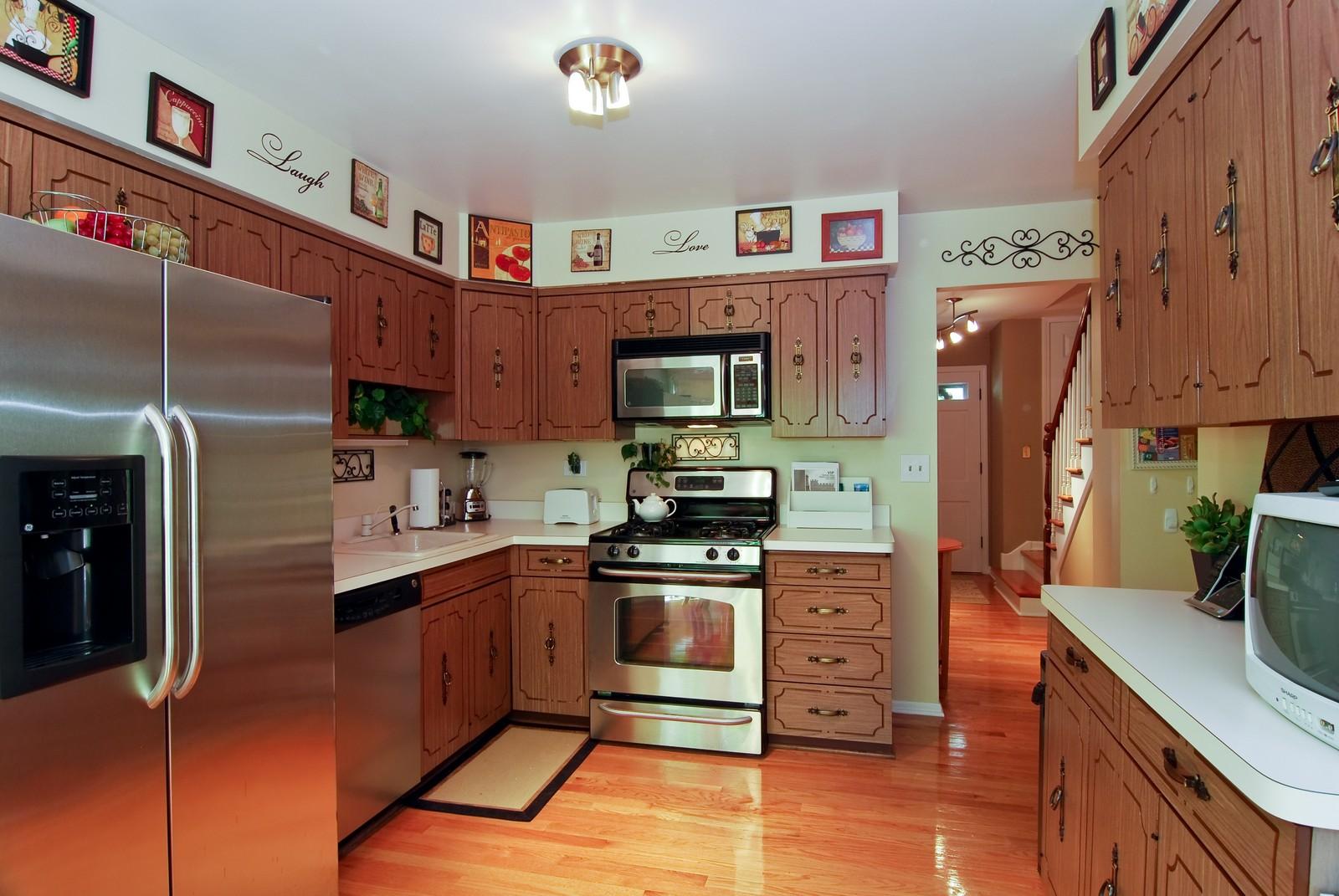 Real Estate Photography - 75 Newton, Glen Ellyn, IL, 60137 - Kitchen