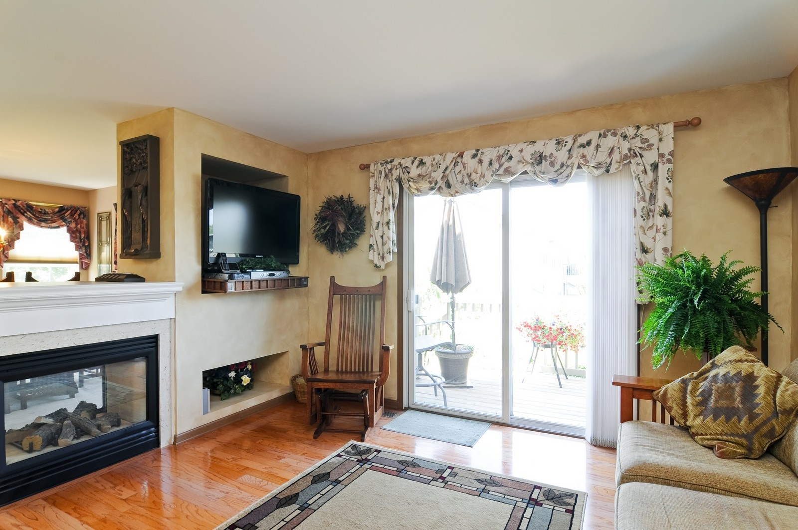 Real Estate Photography - 727 Sycamore, Lindenhurst, IL, 60046 - Family Room