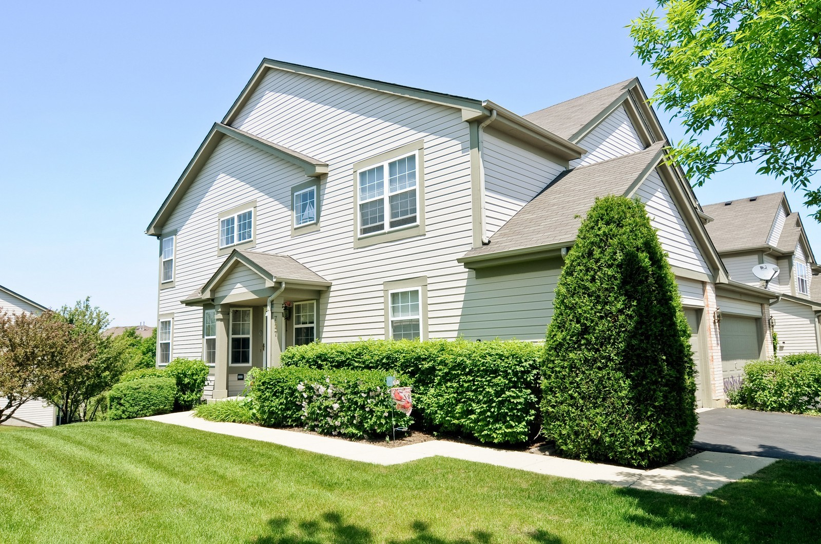 Real Estate Photography - 727 Sycamore, Lindenhurst, IL, 60046 - Front View