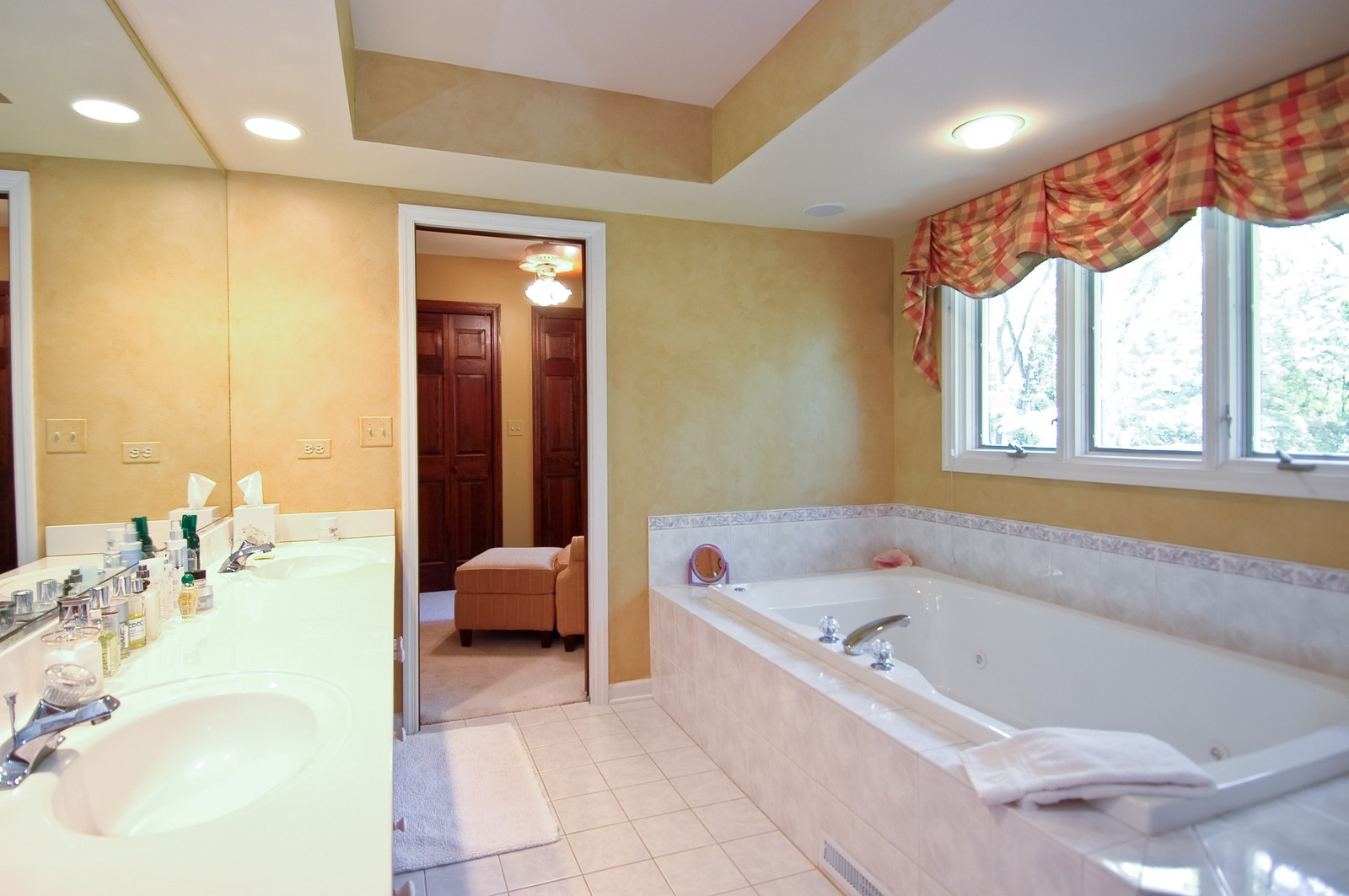 Real Estate Photography - 4403 New Hampshire, Crystal Lake, IL, 60012 - Master Bathroom