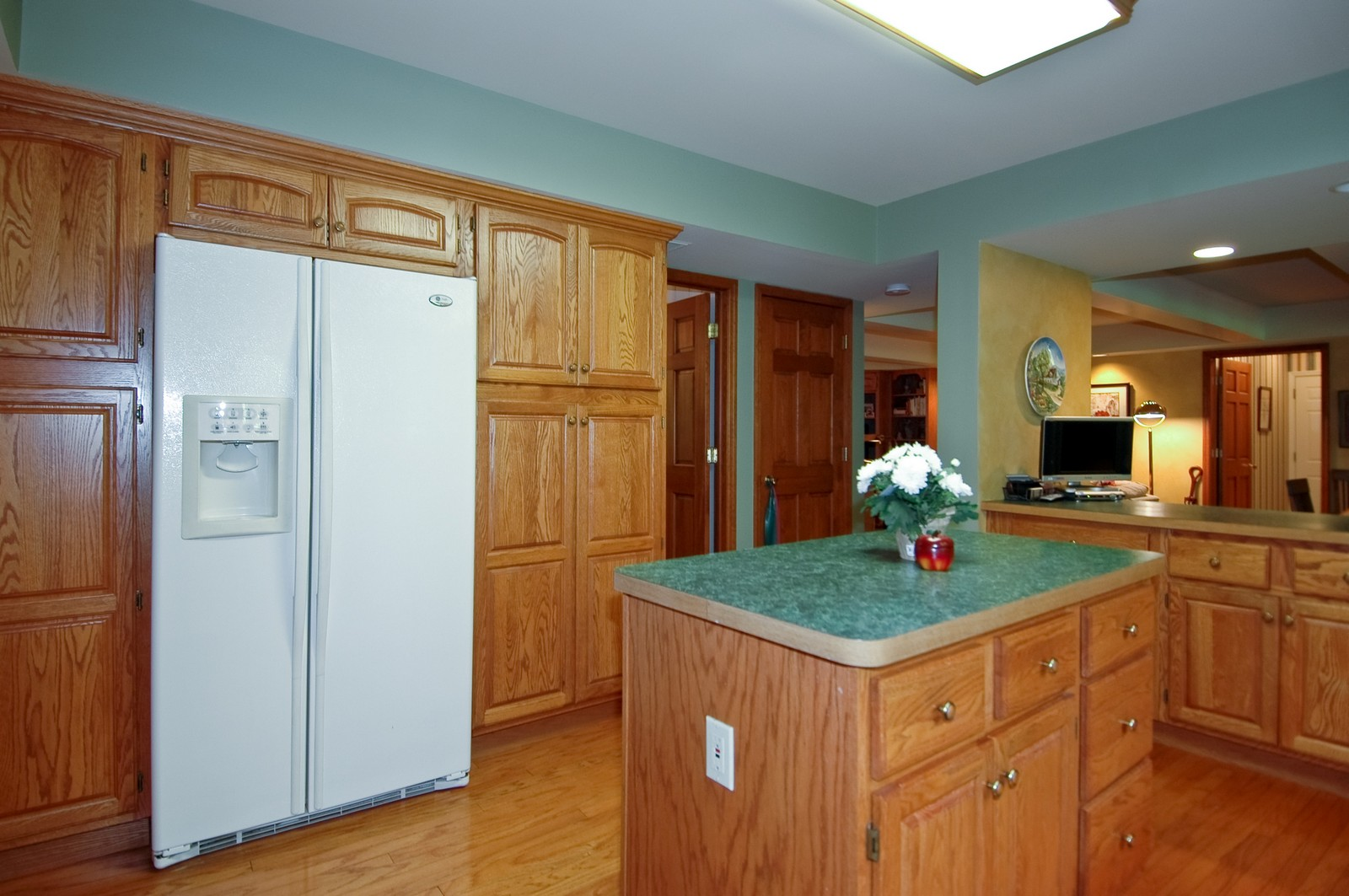 Real Estate Photography - 4403 New Hampshire, Crystal Lake, IL, 60012 - Kitchen