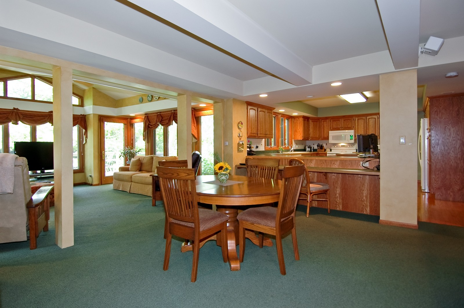 Real Estate Photography - 4403 New Hampshire, Crystal Lake, IL, 60012 - Dining Area