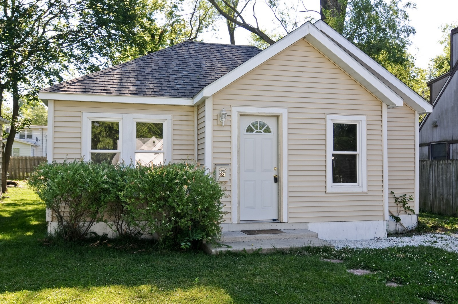 Real Estate Photography - 321 N Bellevue, Round Lake Park, IL, 60073 - Front View
