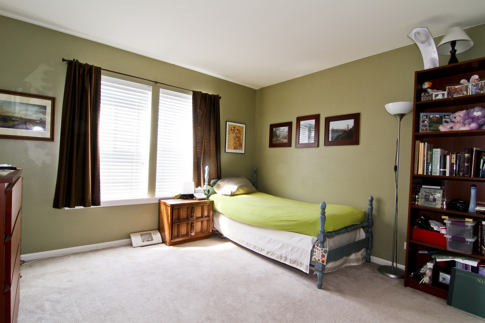 Real Estate Photography - 146 Tanglewood, Glen Ellyn, IL, 60137 - Bedroom
