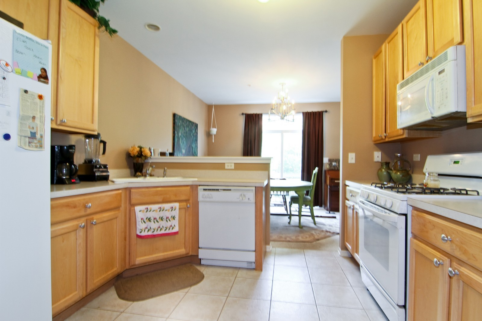 Real Estate Photography - 146 Tanglewood, Glen Ellyn, IL, 60137 - Kitchen