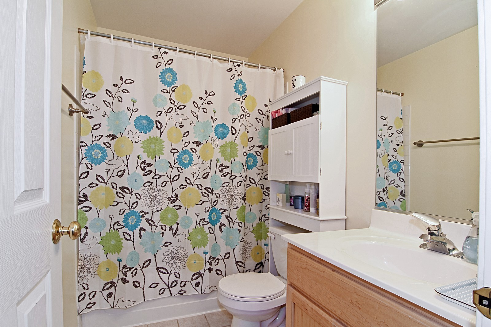 Real Estate Photography - 146 Tanglewood, Glen Ellyn, IL, 60137 - Bathroom