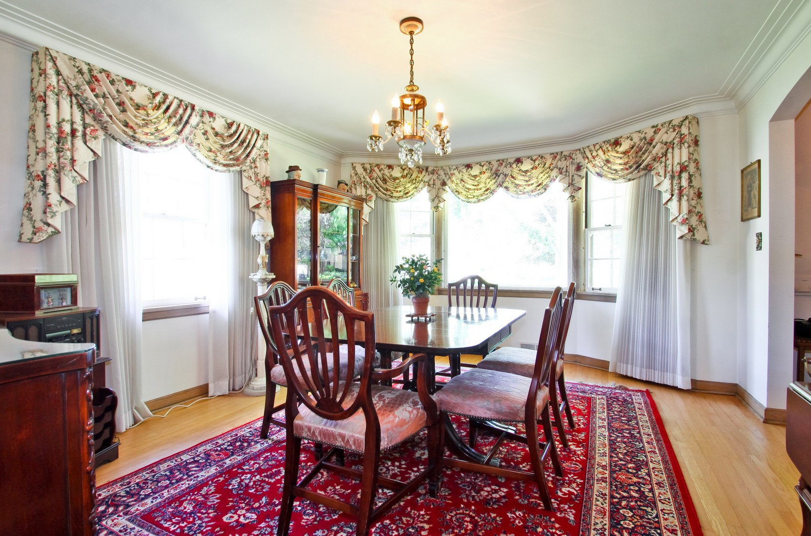Real Estate Photography - 6756 N Lockwood, Lincolnwood, IL, 60712 - Dining Room