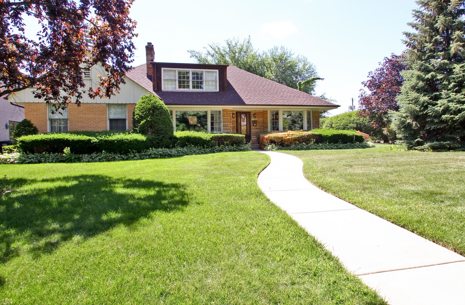 Real Estate Photography - 6756 N Lockwood, Lincolnwood, IL, 60712 - Front View