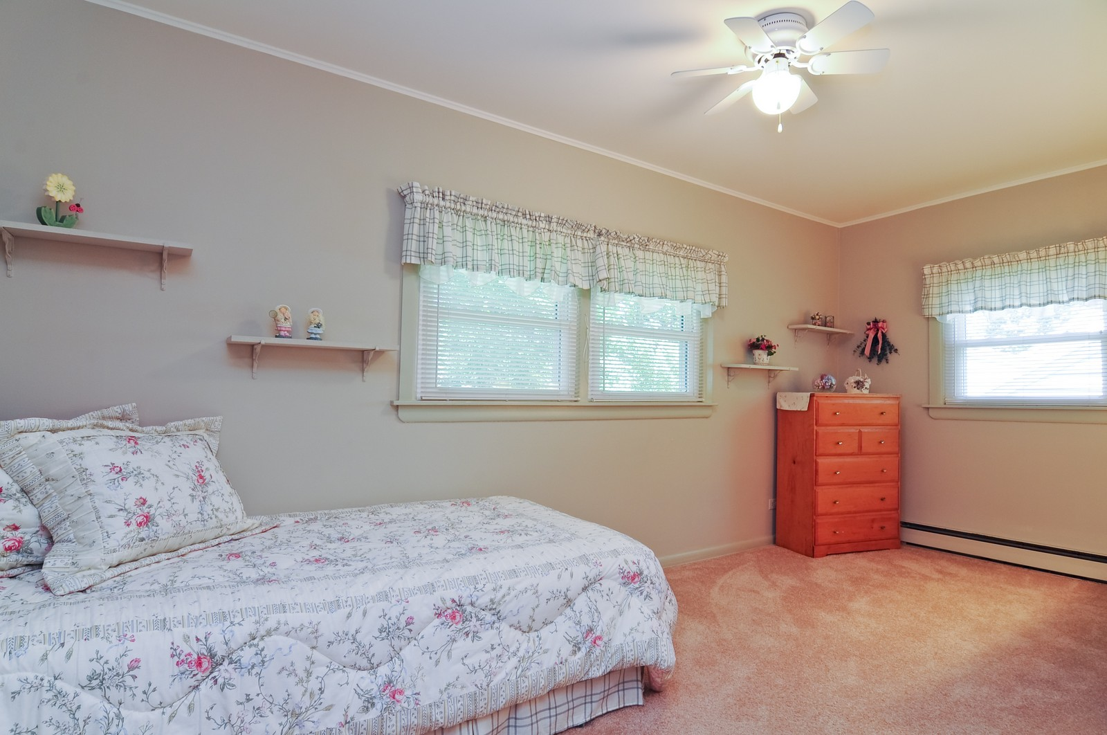 Real Estate Photography - 127 W Brookhill, Libertyville, IL, 60048 - 2nd Bedroom