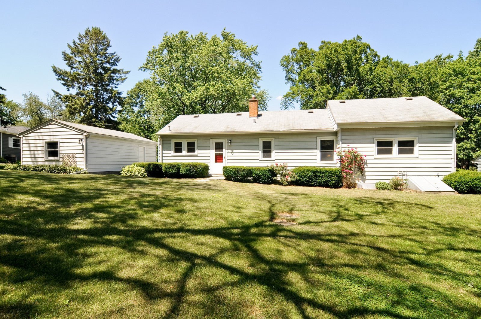 Real Estate Photography - 127 W Brookhill, Libertyville, IL, 60048 - Back Yard