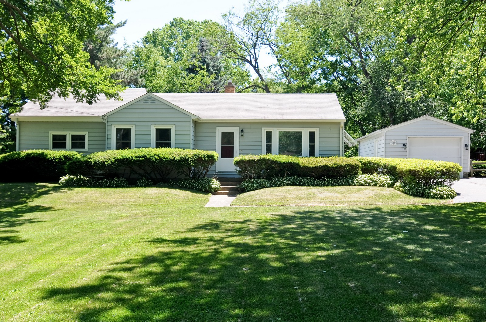 Real Estate Photography - 127 W Brookhill, Libertyville, IL, 60048 - Front View